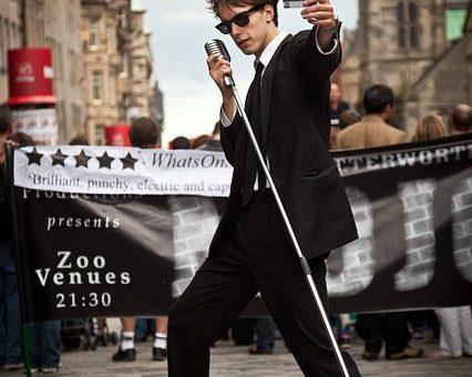 street-performers-870123_640